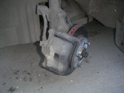 Тормозной диск ниссан Альмера классик и передние колодки