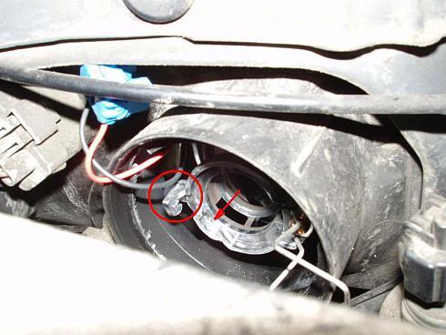 Как заменить лампу ближнего света и габаритов на Ниссан Almera N16